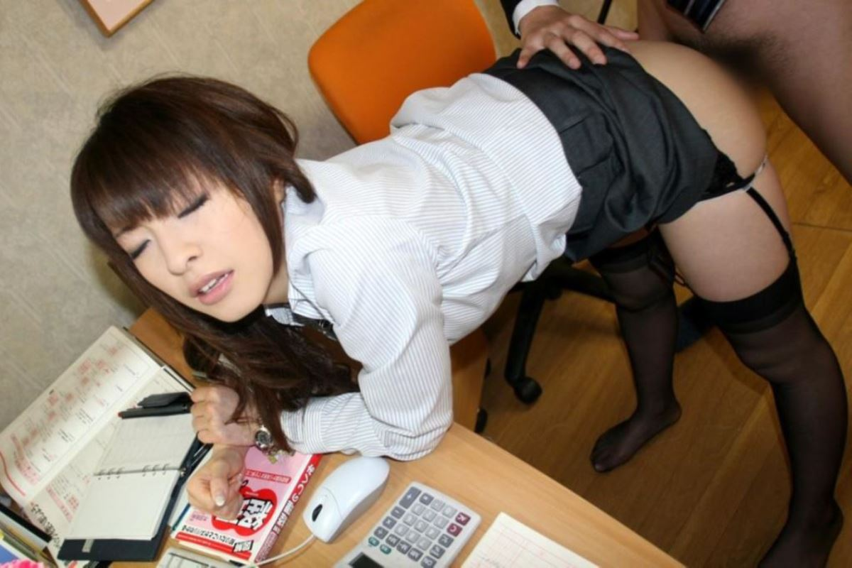 OLとオフィスでハメる会社内セックス画像 13