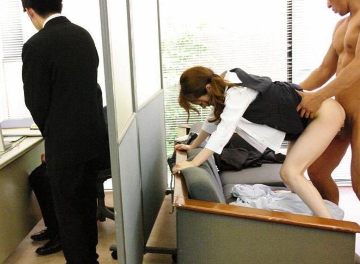 OLとオフィスでハメる会社内セックス画像 34