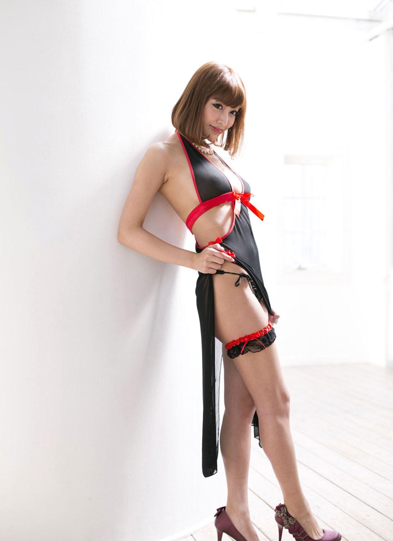 伊野尾慧との密会デートが話題な明日花キララのヌード画像 3