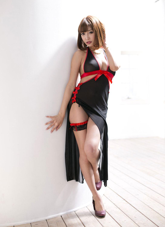 伊野尾慧との密会デートが話題な明日花キララのヌード画像 4