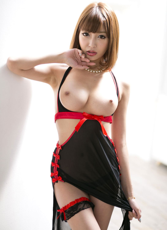 伊野尾慧との密会デートが話題な明日花キララのヌード画像 9