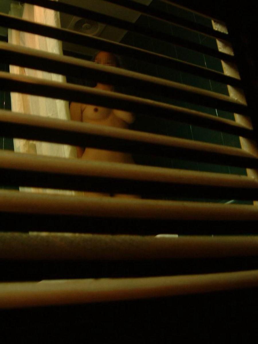 一般家庭のお風呂場を覗き見る素人盗撮画像 18