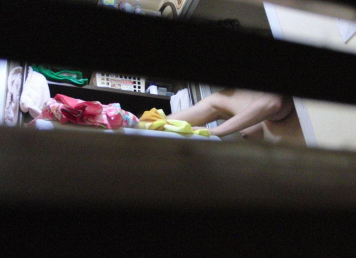 一般家庭のお風呂場を覗き見る素人盗撮画像 30