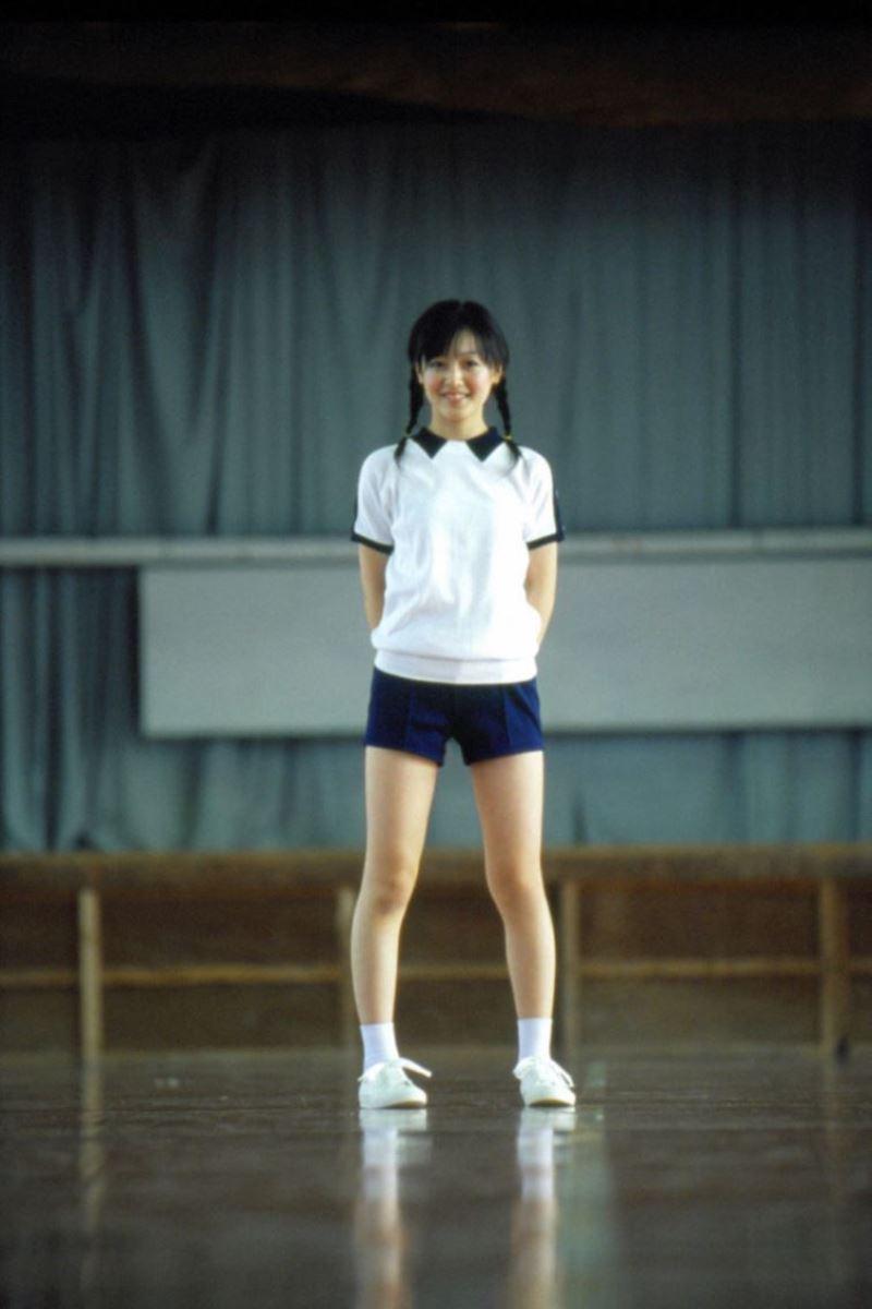 久住小春のセーラー服や体育着姿が可愛いエロ画像 13