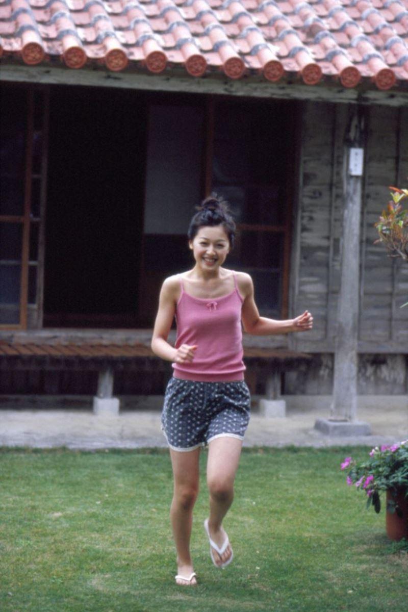久住小春のセーラー服や体育着姿が可愛いエロ画像 19