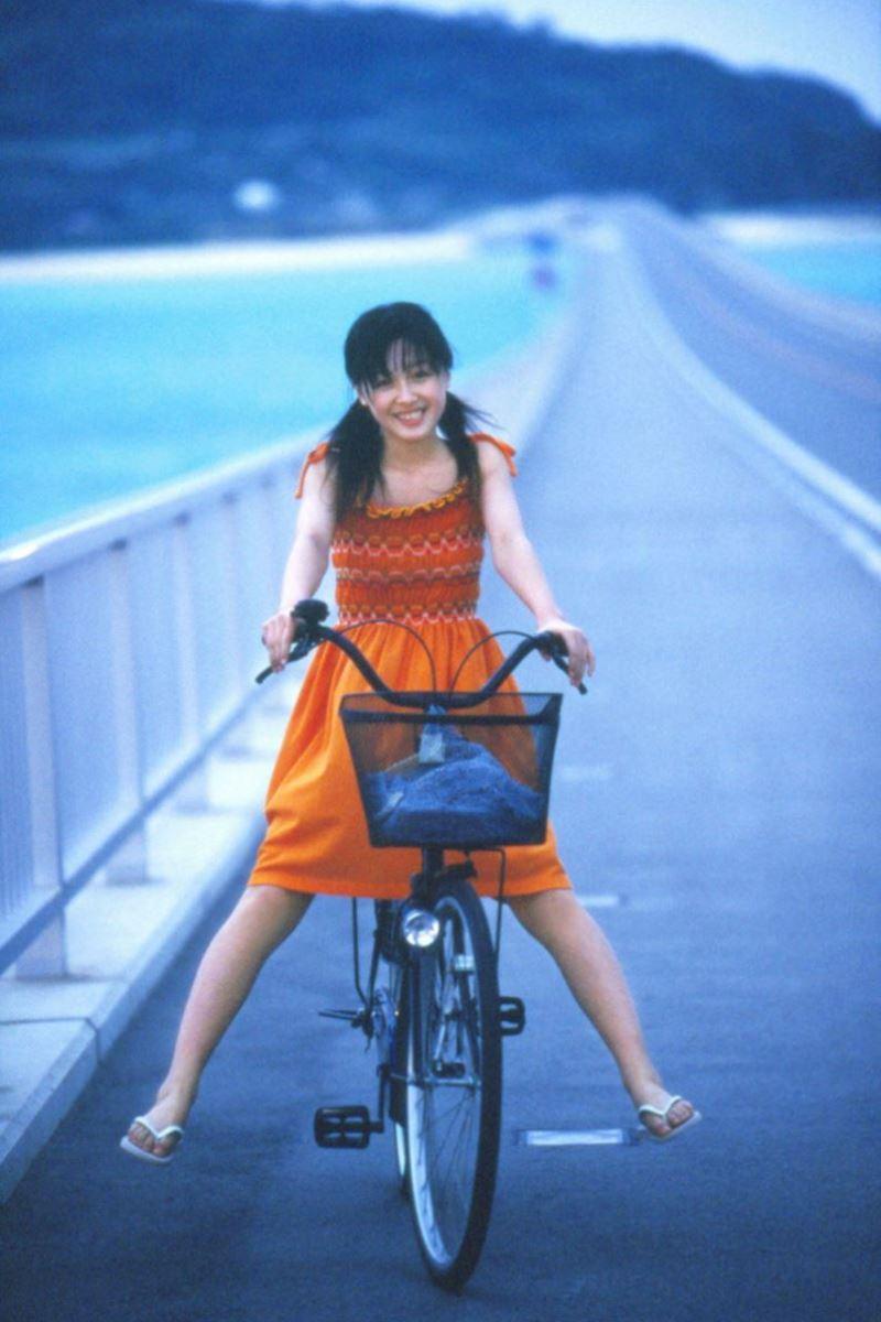 久住小春のセーラー服や体育着姿が可愛いエロ画像 23