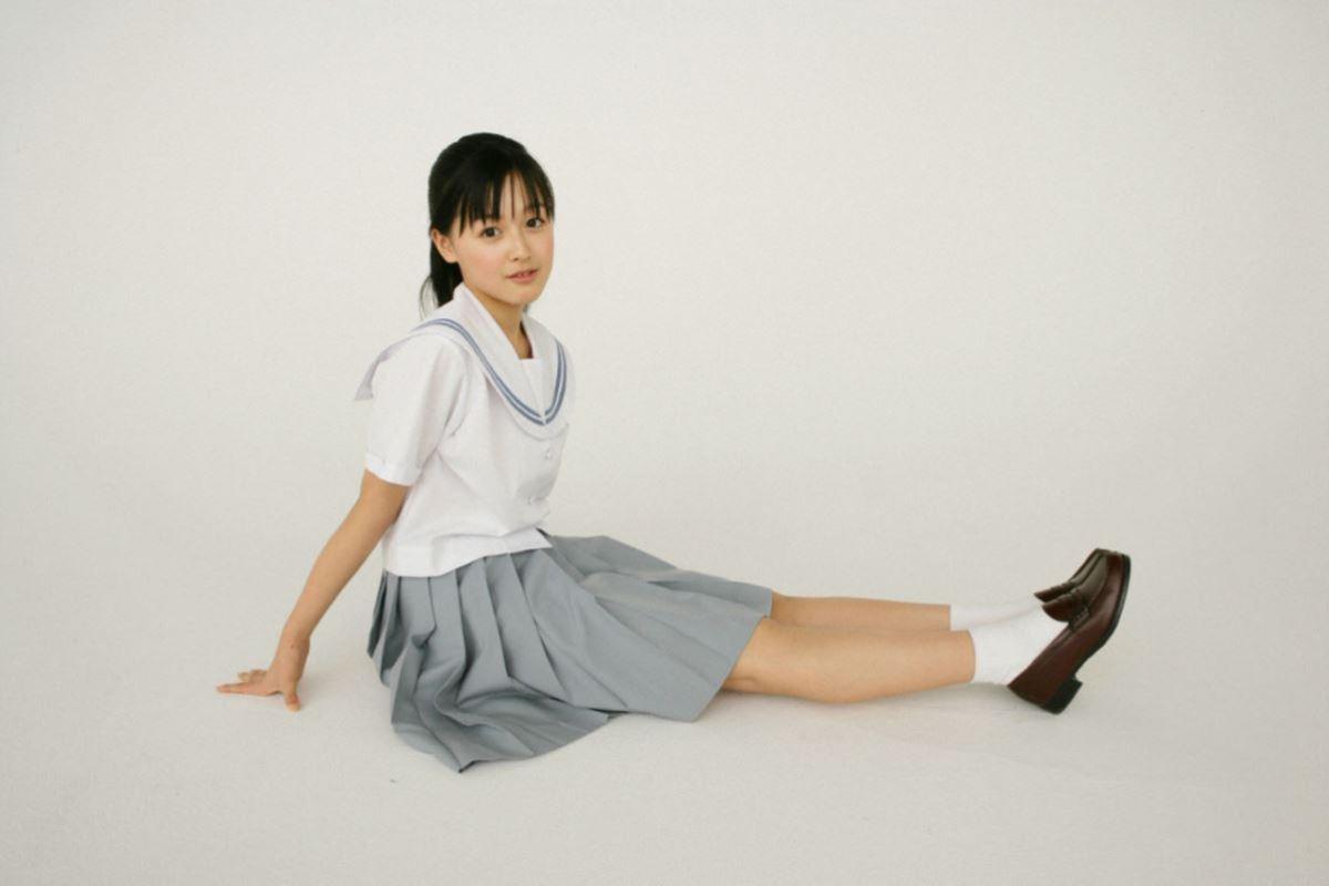 久住小春のセーラー服や体育着姿が可愛いエロ画像 54