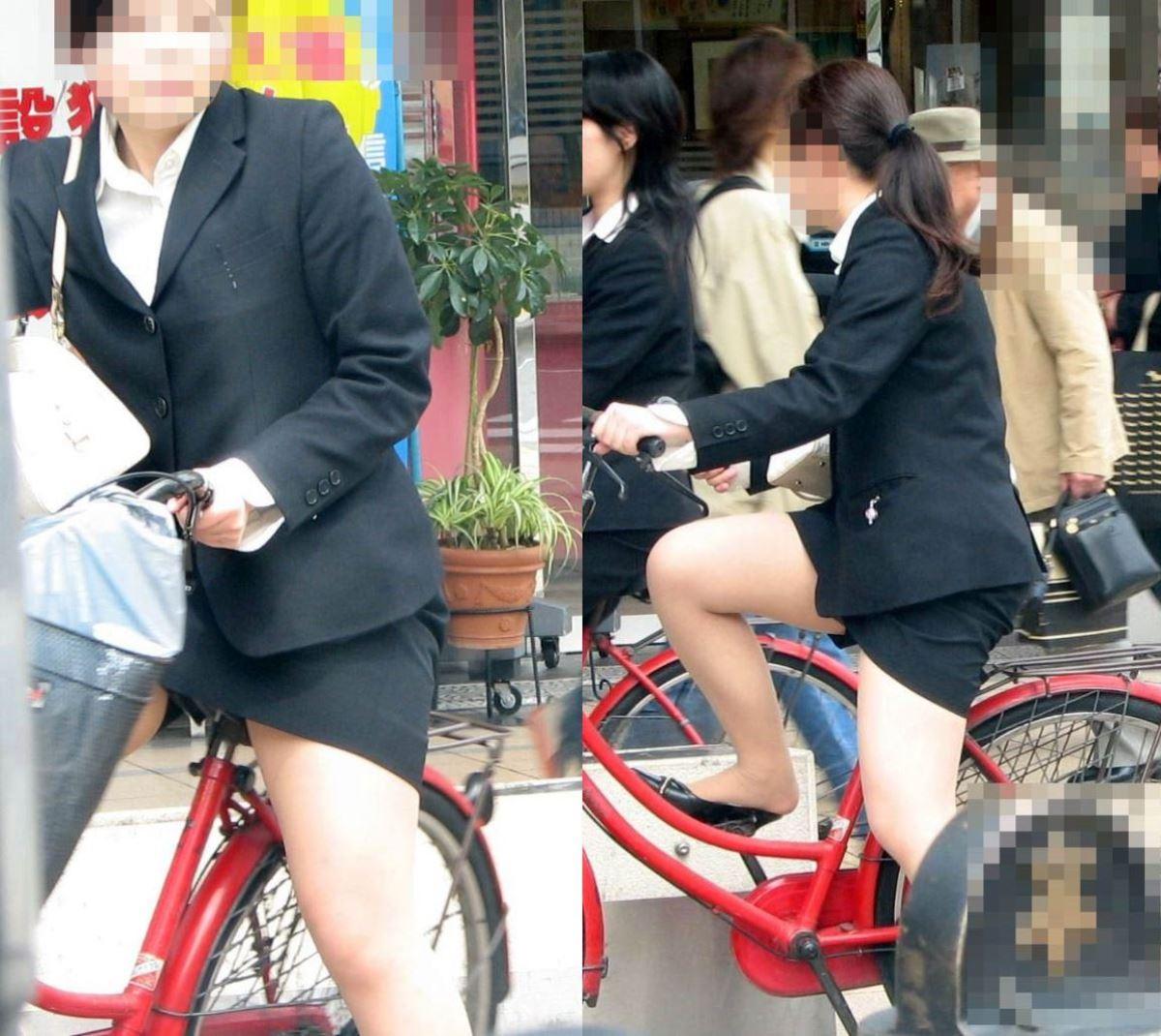 タイトスカートで自転車に乗るOL街撮りエロ画像 13