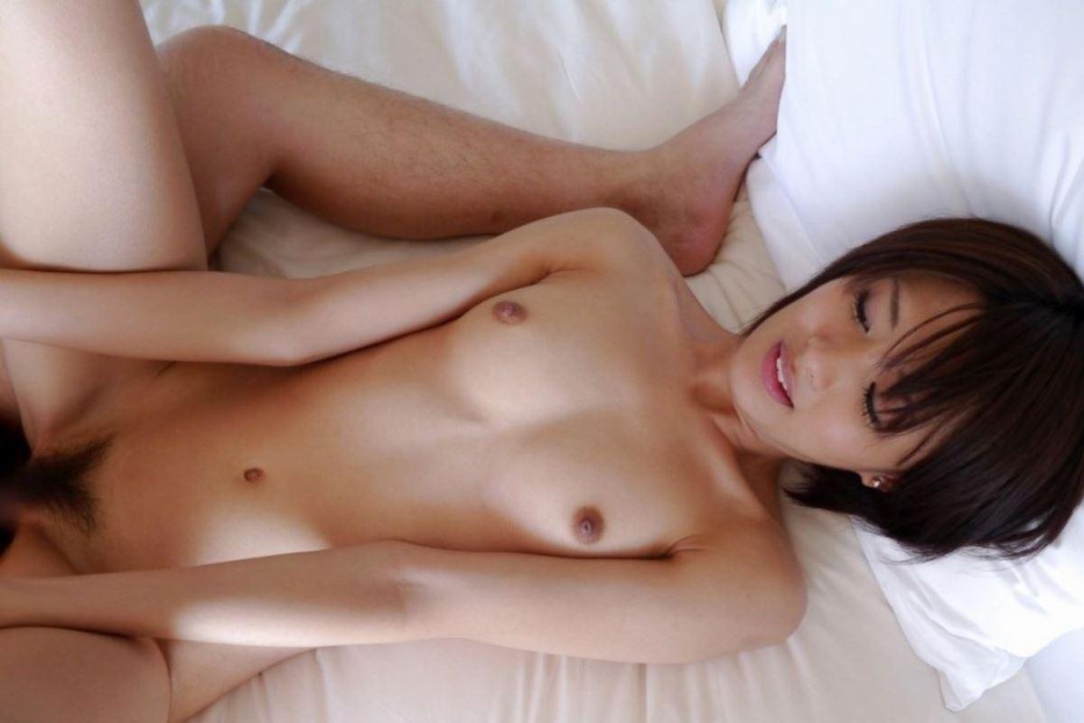 ペチャパイだけど感度は良い貧乳女子セックス画像 14