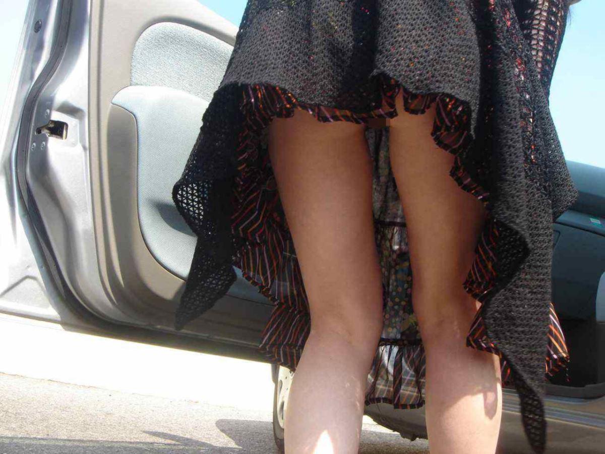 ノーパン マンコ丸見え 街撮り おまんこ エロ画像 12