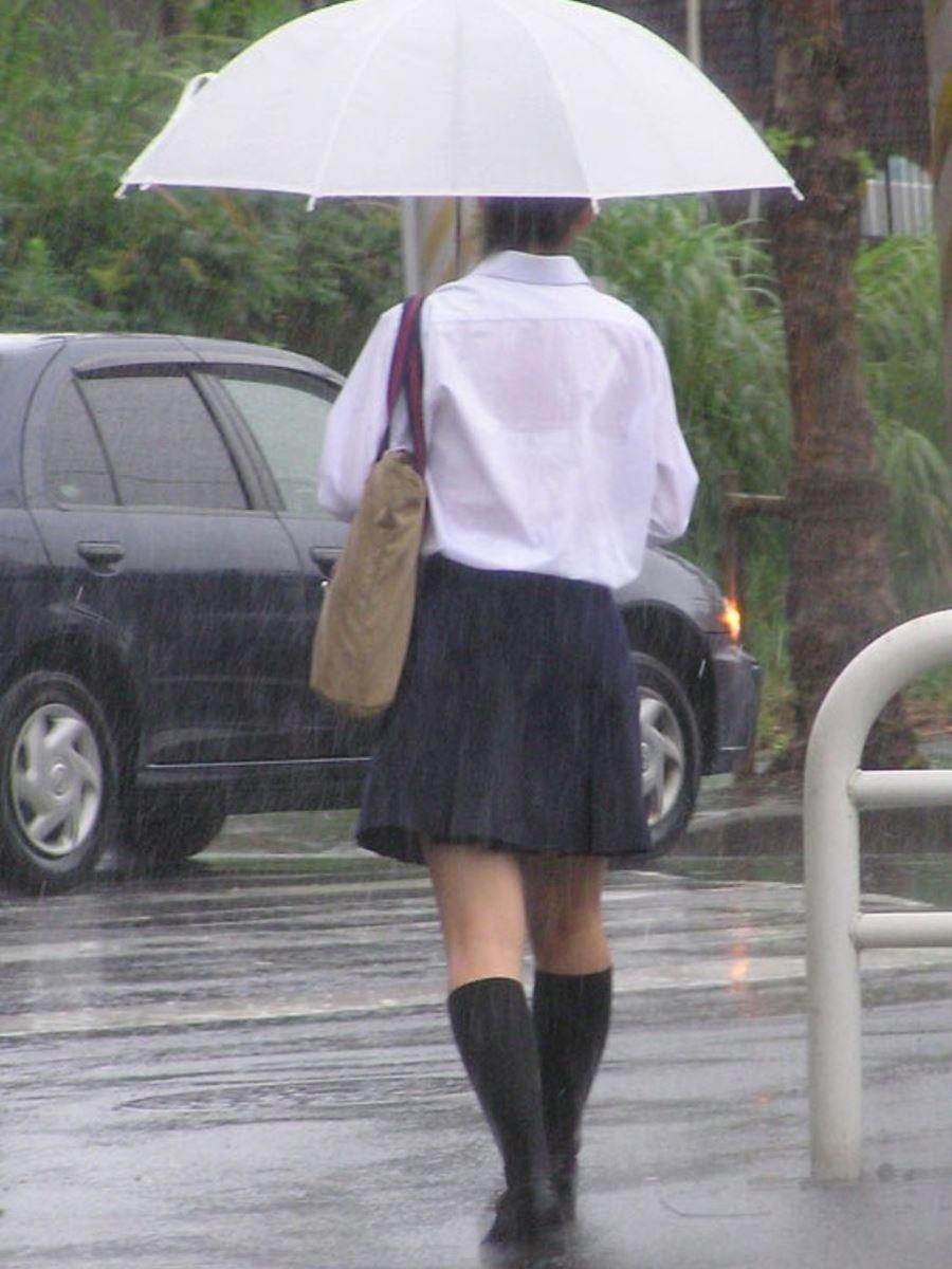 雨に濡れてブラジャー透けてるJKの濡れ透けエロ画像 10