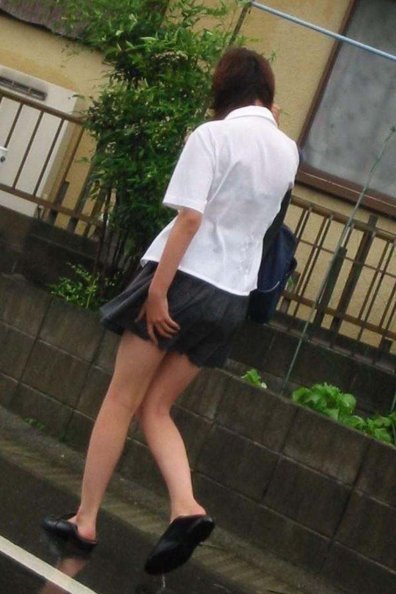 雨に濡れてブラジャー透けてるJKの濡れ透けエロ画像 18
