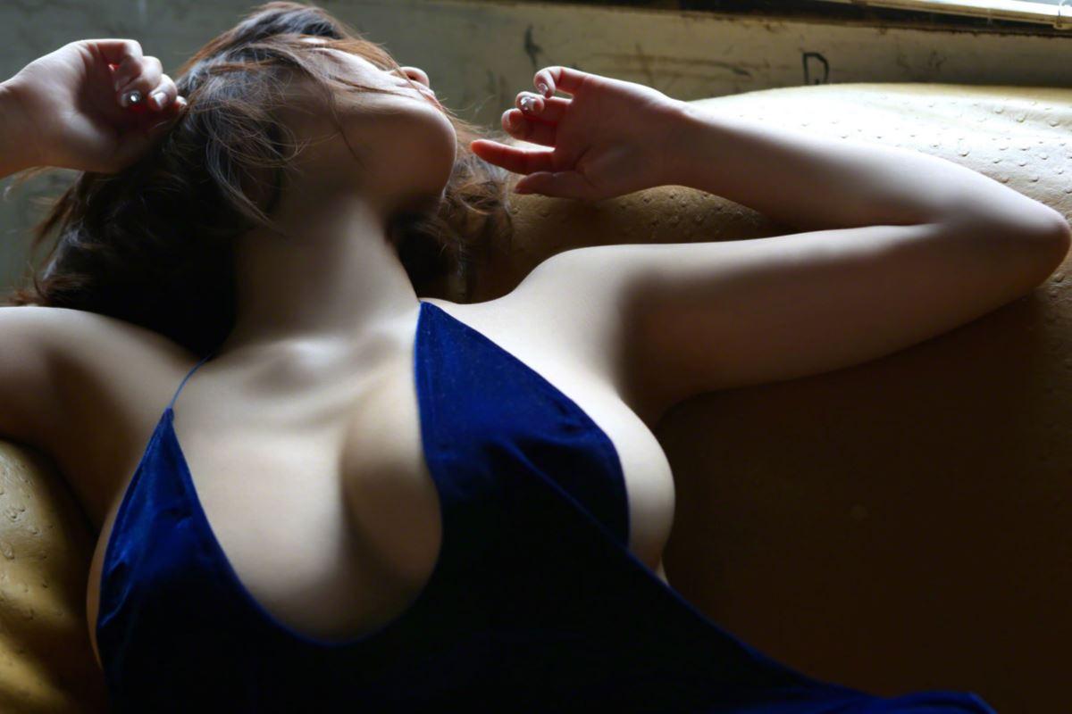 巨乳 グラドル 岸明日香 垂れ乳 過激 エロ画像 91