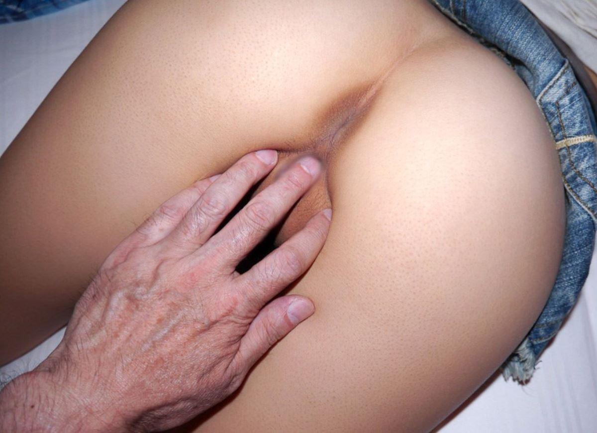 手まん 指まん エロ画像 13