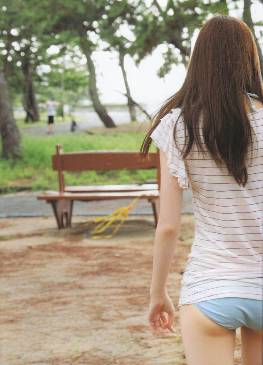 西野七瀬の水着写真集「普段着」エロ画像 16
