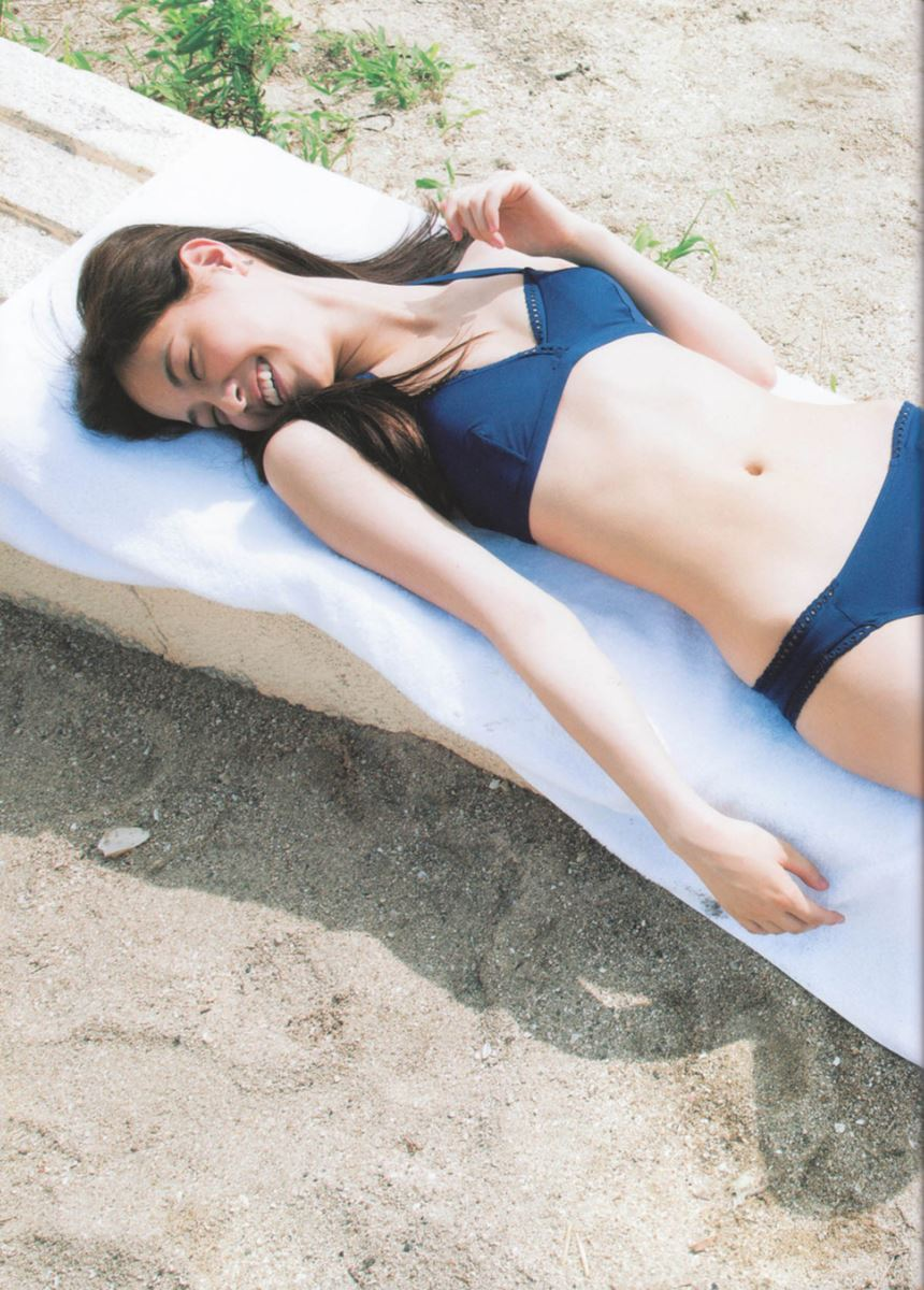 西野七瀬の水着写真集「普段着」エロ画像 32