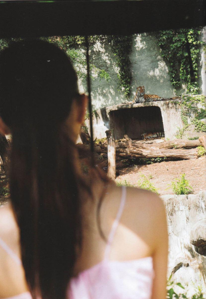 西野七瀬の水着写真集「普段着」エロ画像 50