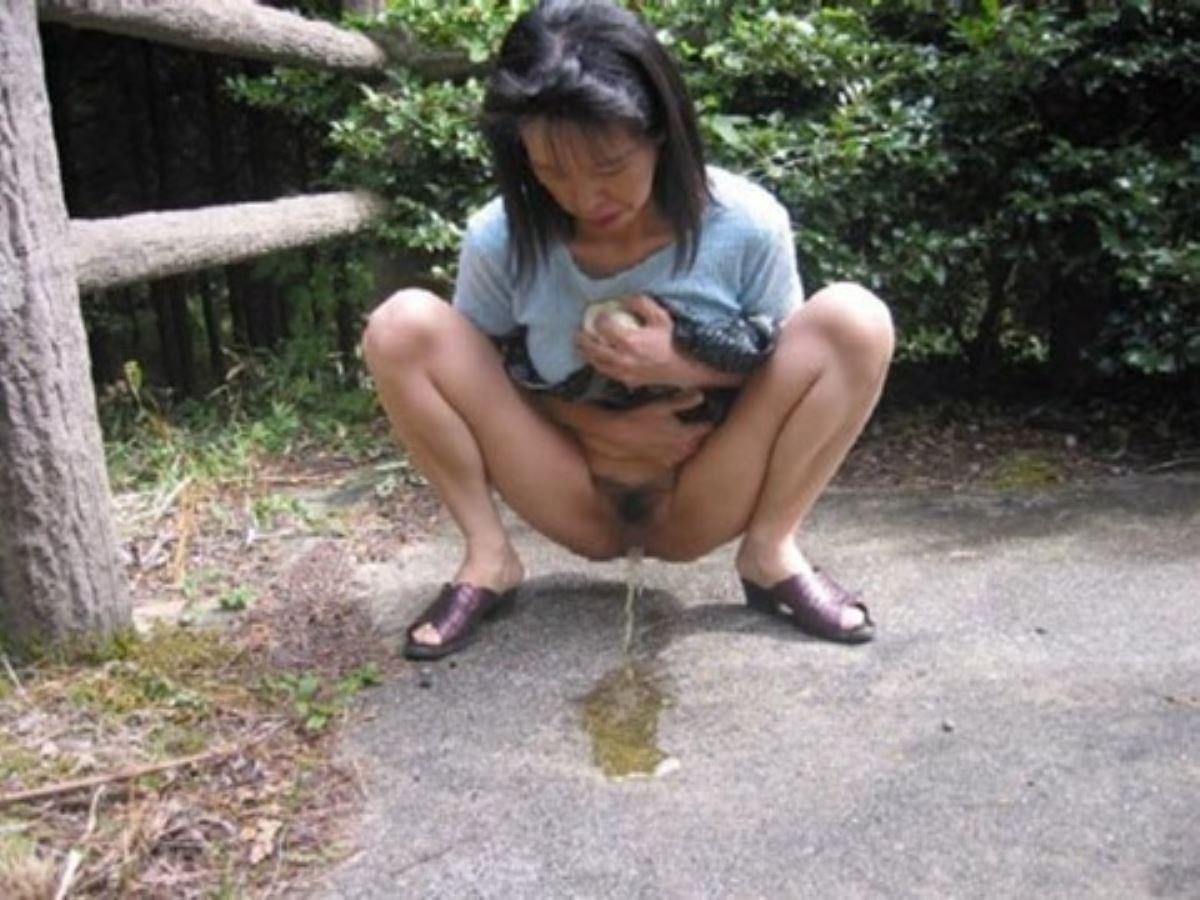 Asian girls peeing, porn