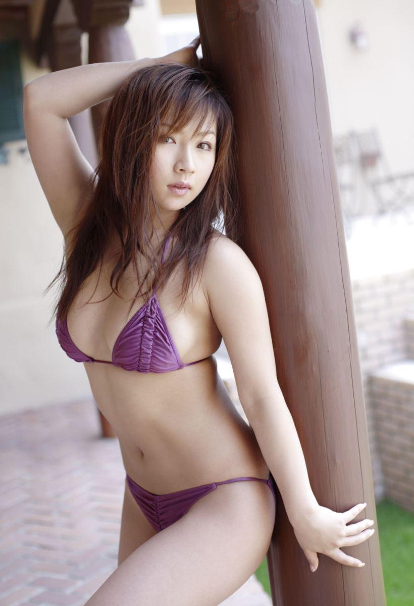 グラビアアイドル 愛川ゆず季 爆乳 ビキニ画像 25