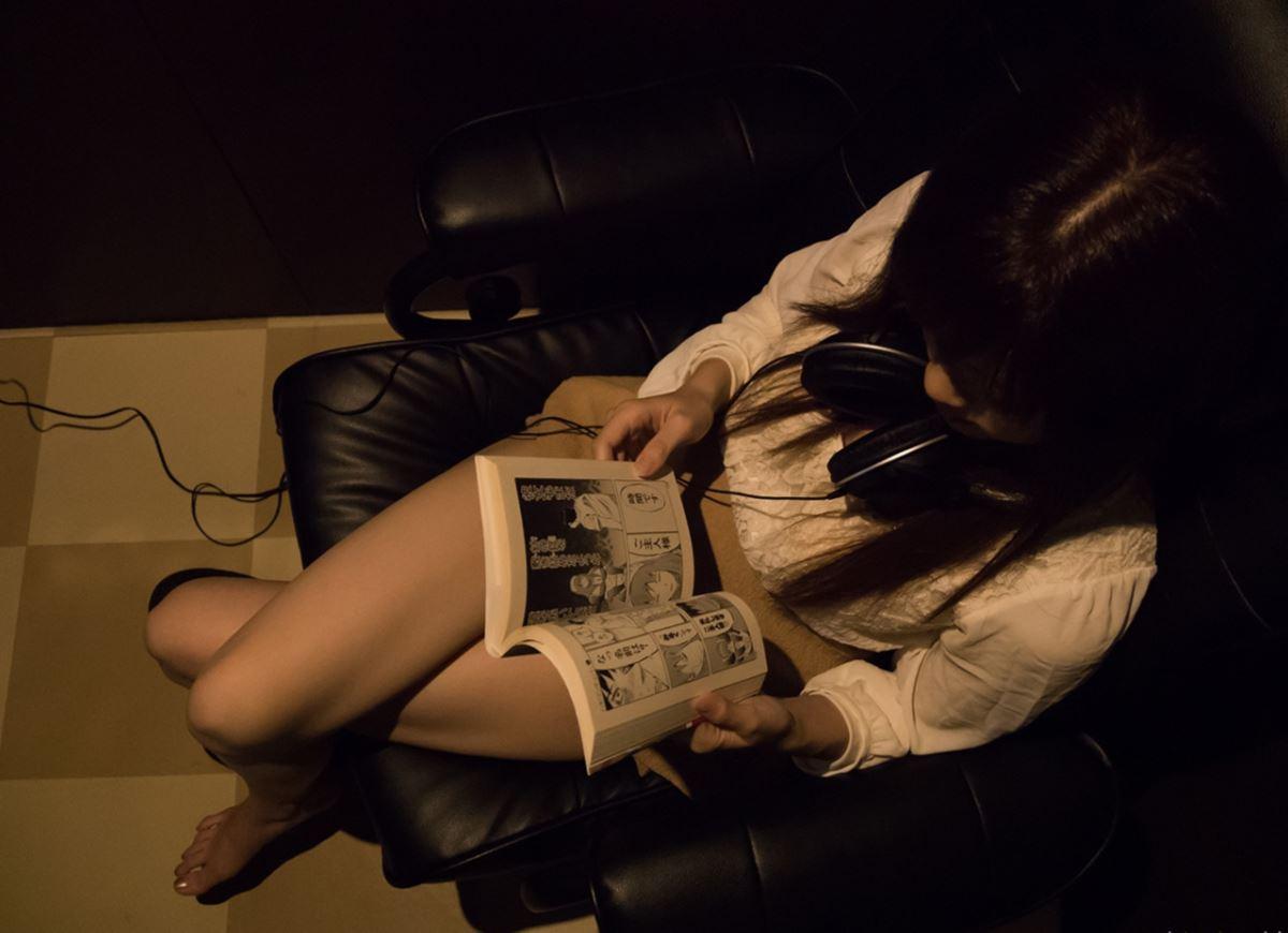 ネットカフェでハメ撮りを楽しむ素人セックス画像 33