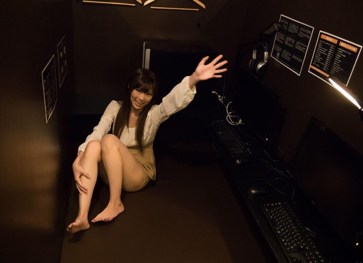 ネットカフェでハメ撮りを楽しむ素人セックス画像 61