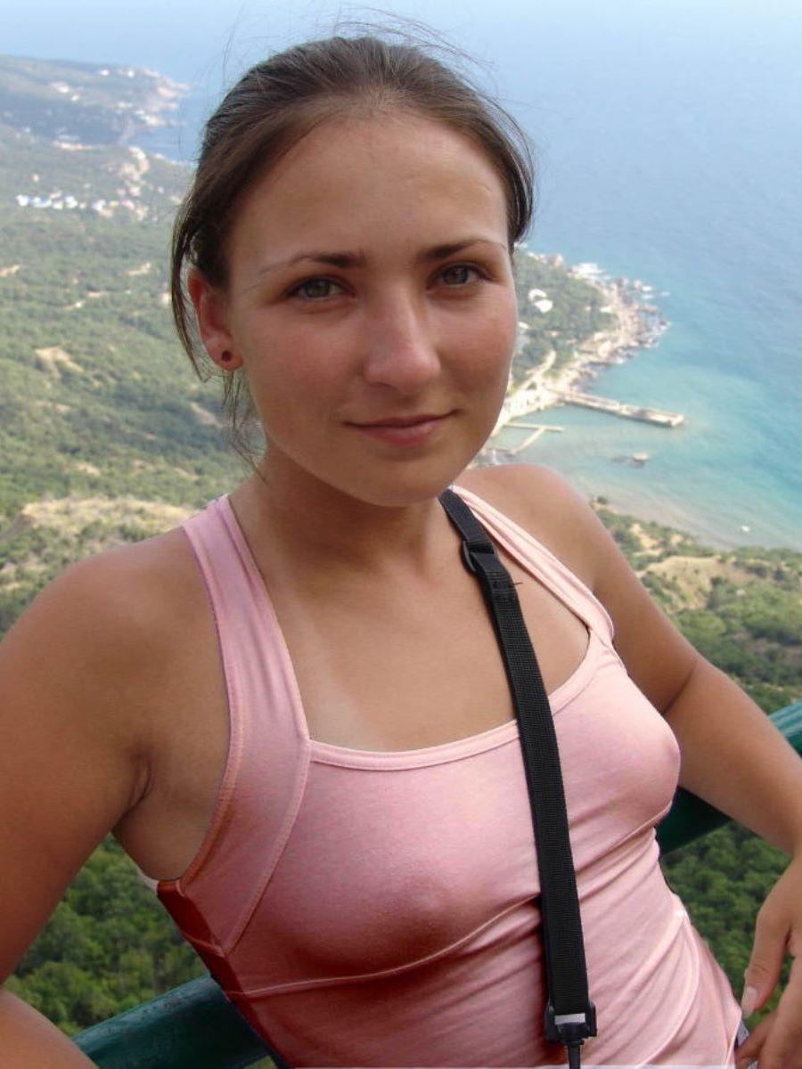 ノーブラ外国人の胸ポチ画像 18