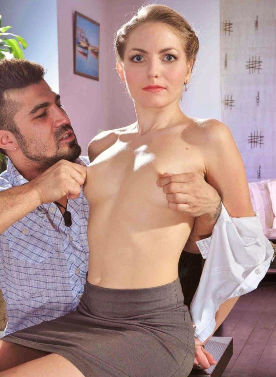 乳首を摘まんで引っ張る乳首責め画像 33