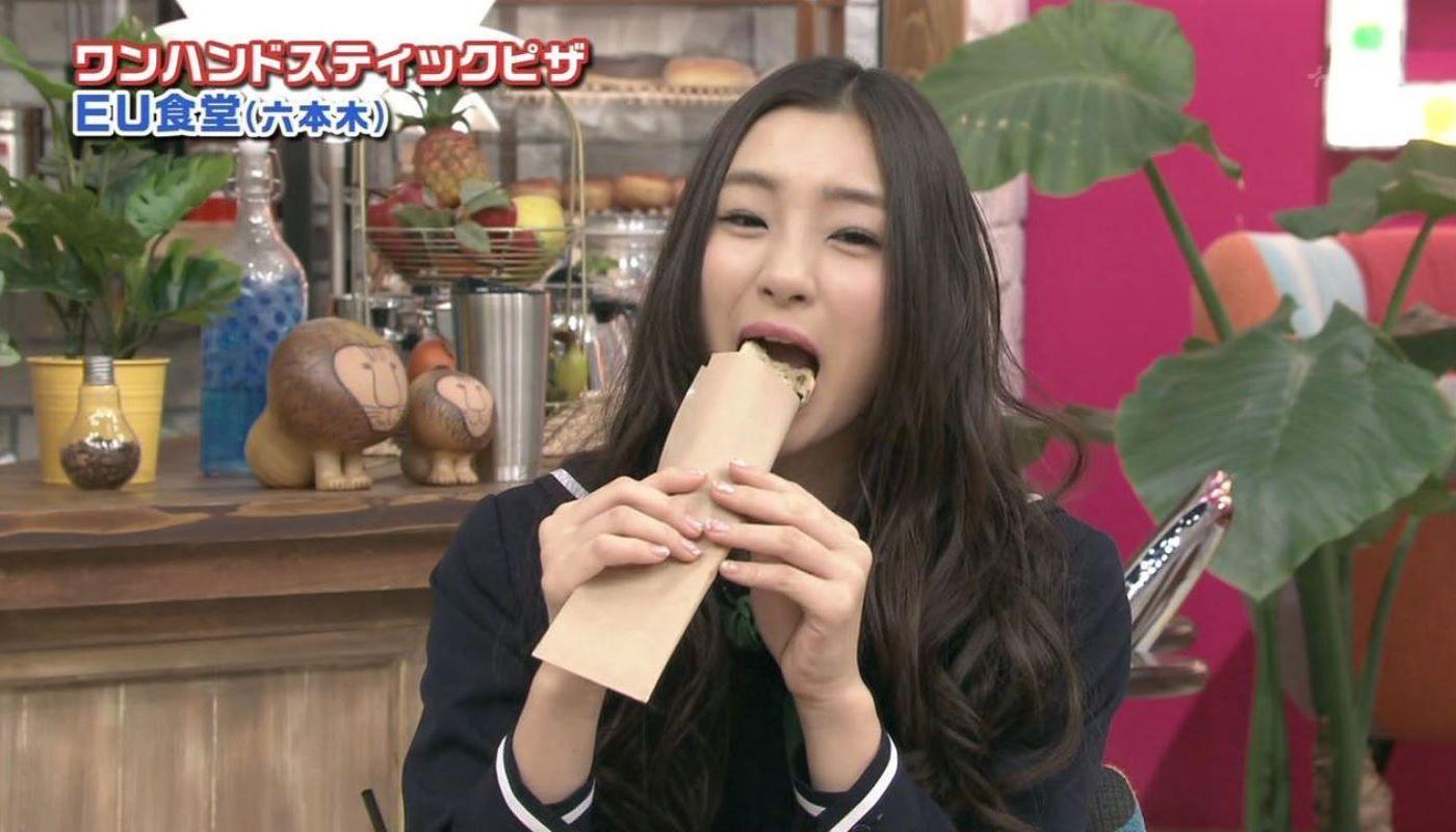 女子アナやアイドルの芸能人フェラ顔・疑似フェラ画像 71
