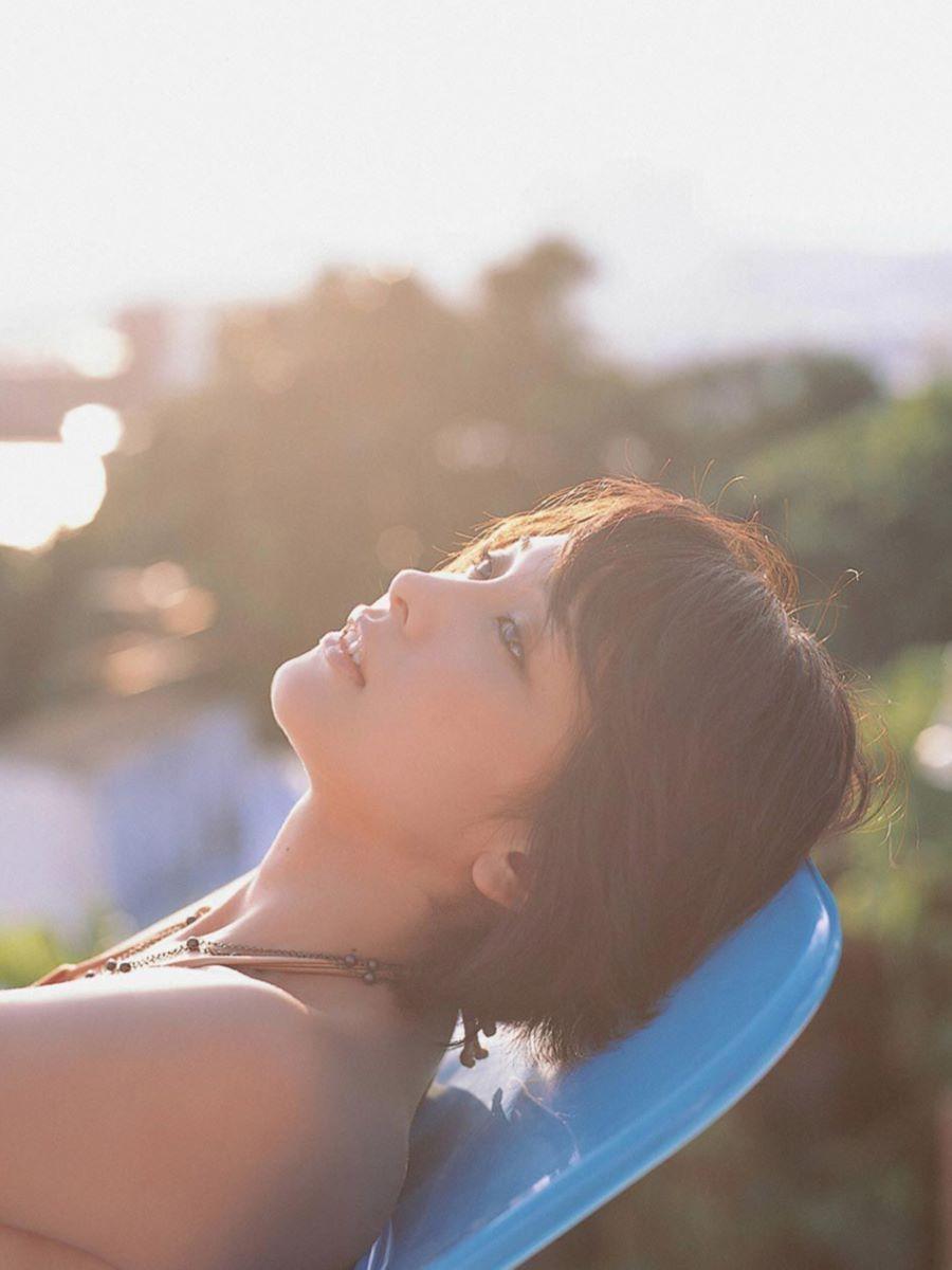 山崎真実がボーイッシュなショートヘアの水着画像 39