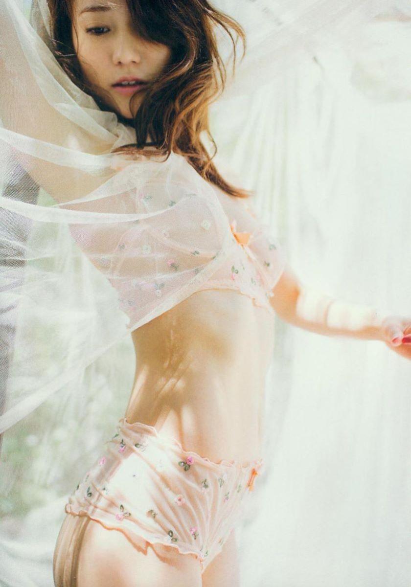 大島優子のオカズ写真集「脱ぎやがれ!」画像 33