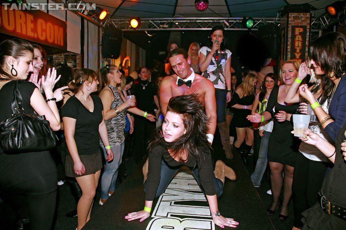 海外の乱交パーティー・セックス画像 1