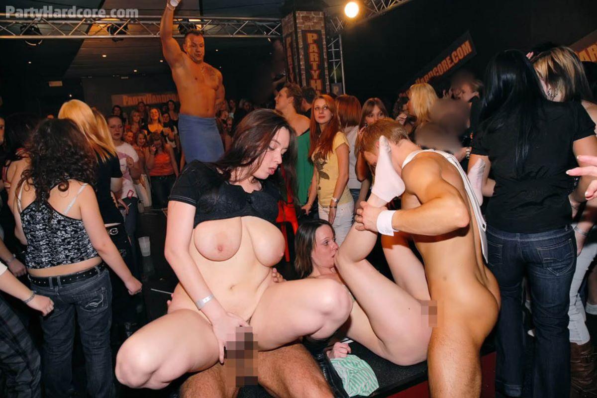 海外の乱交パーティー・セックス画像 18