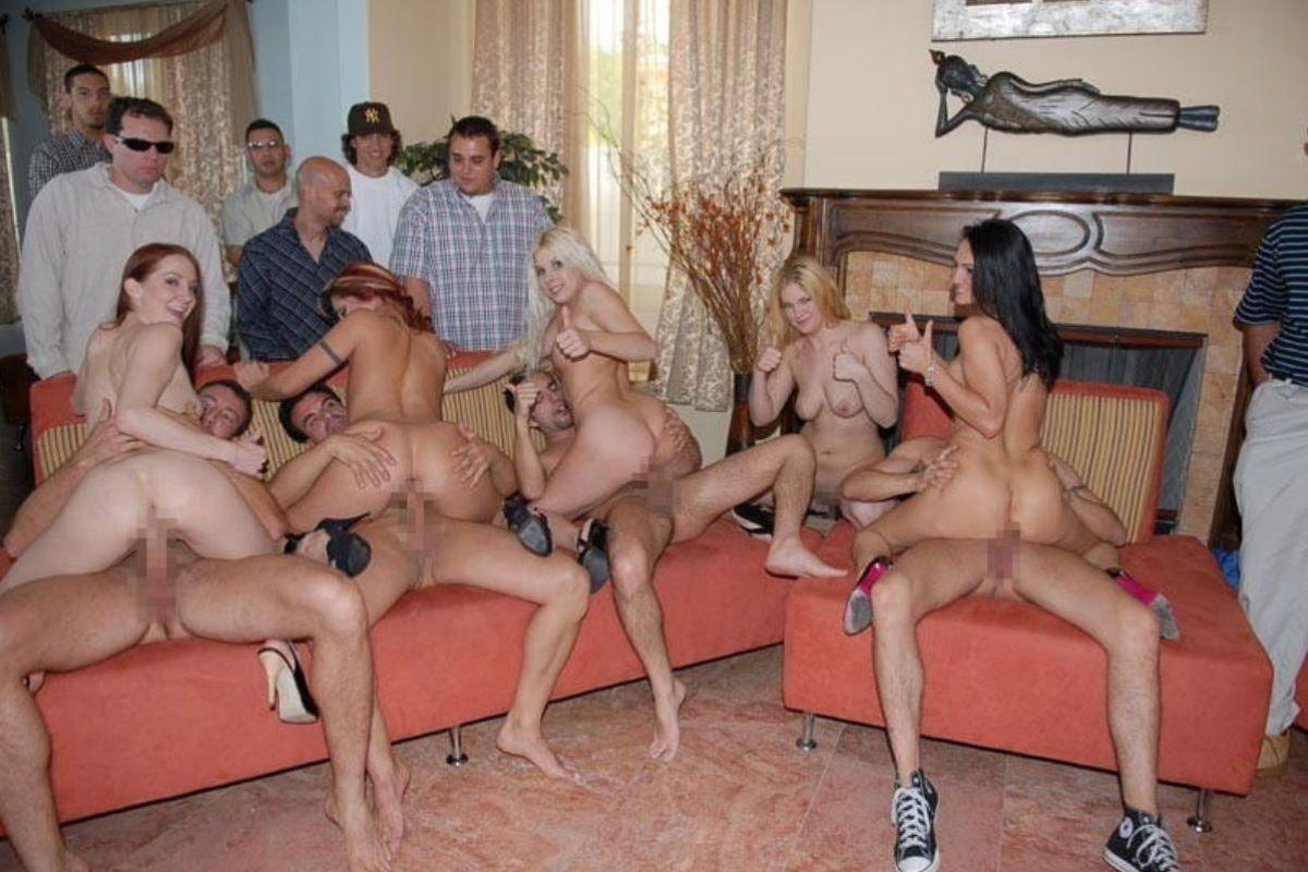 海外の乱交パーティー・セックス画像 50