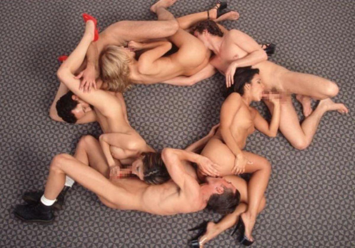 海外の乱交パーティー・セックス画像 56