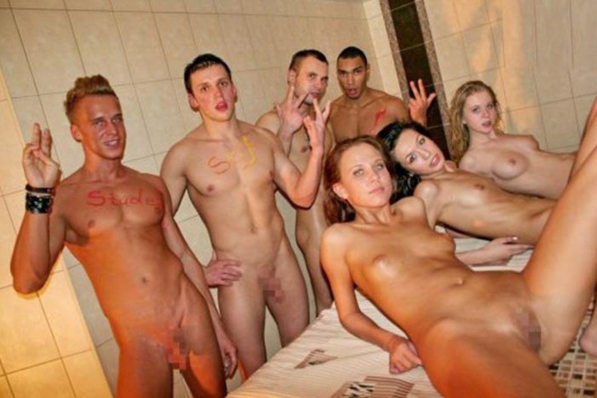 海外の乱交パーティー・セックス画像 79