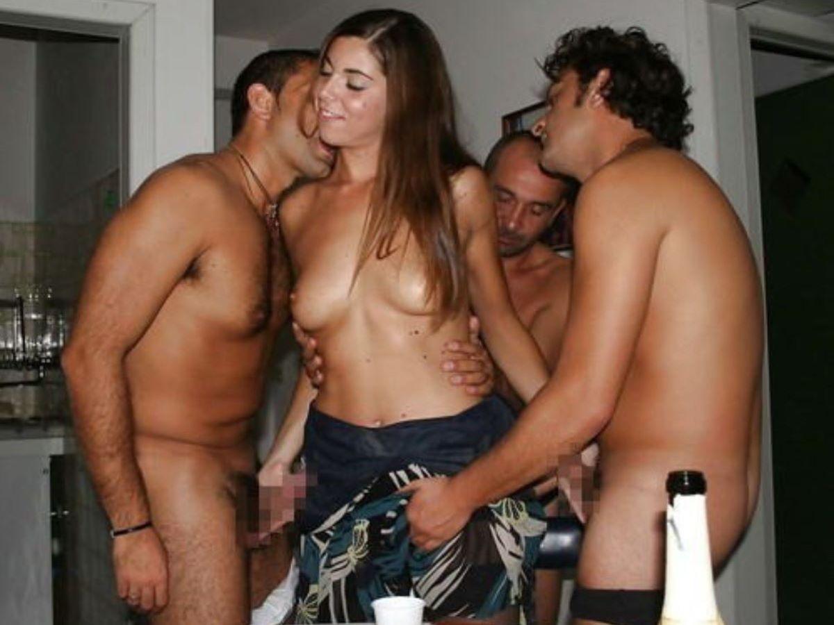 海外の乱交パーティー・セックス画像 96