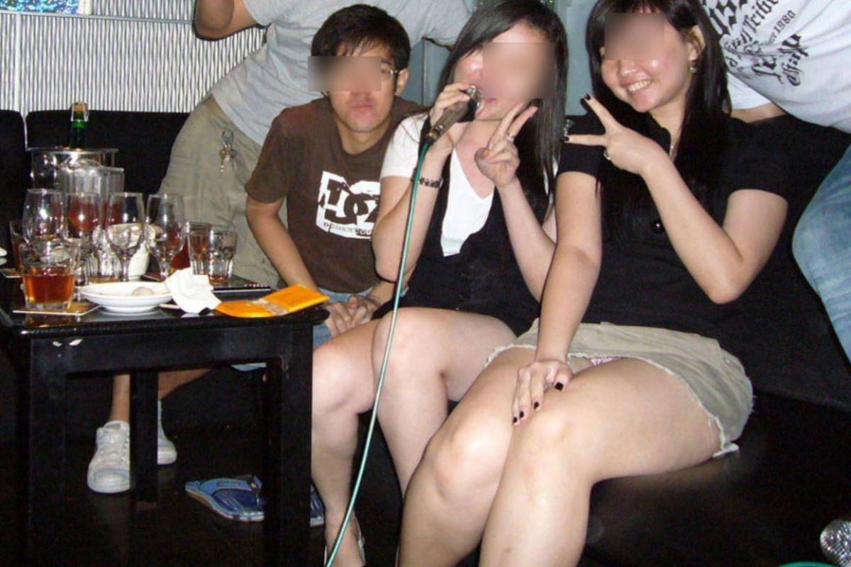 酔っ払い女のパンチラ画像 11