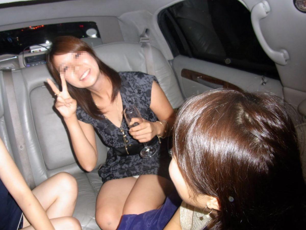 酔っ払い女のパンチラ画像 15
