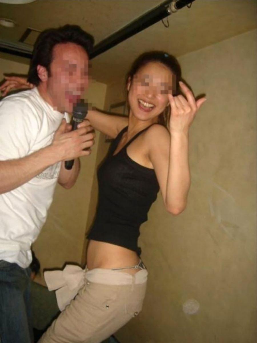 酔っ払い女のパンチラ画像 20