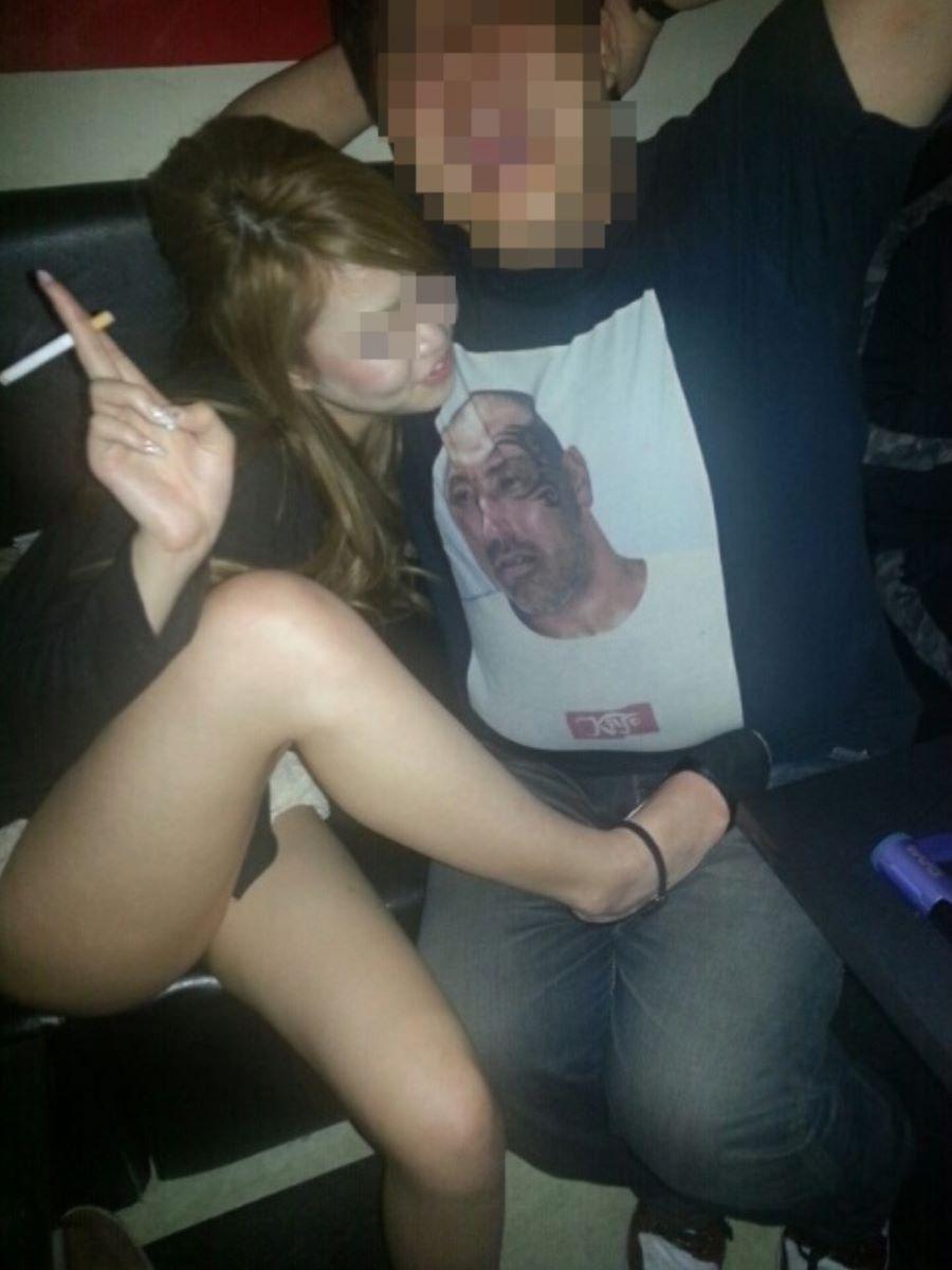 酔っ払い女のパンチラ画像 27