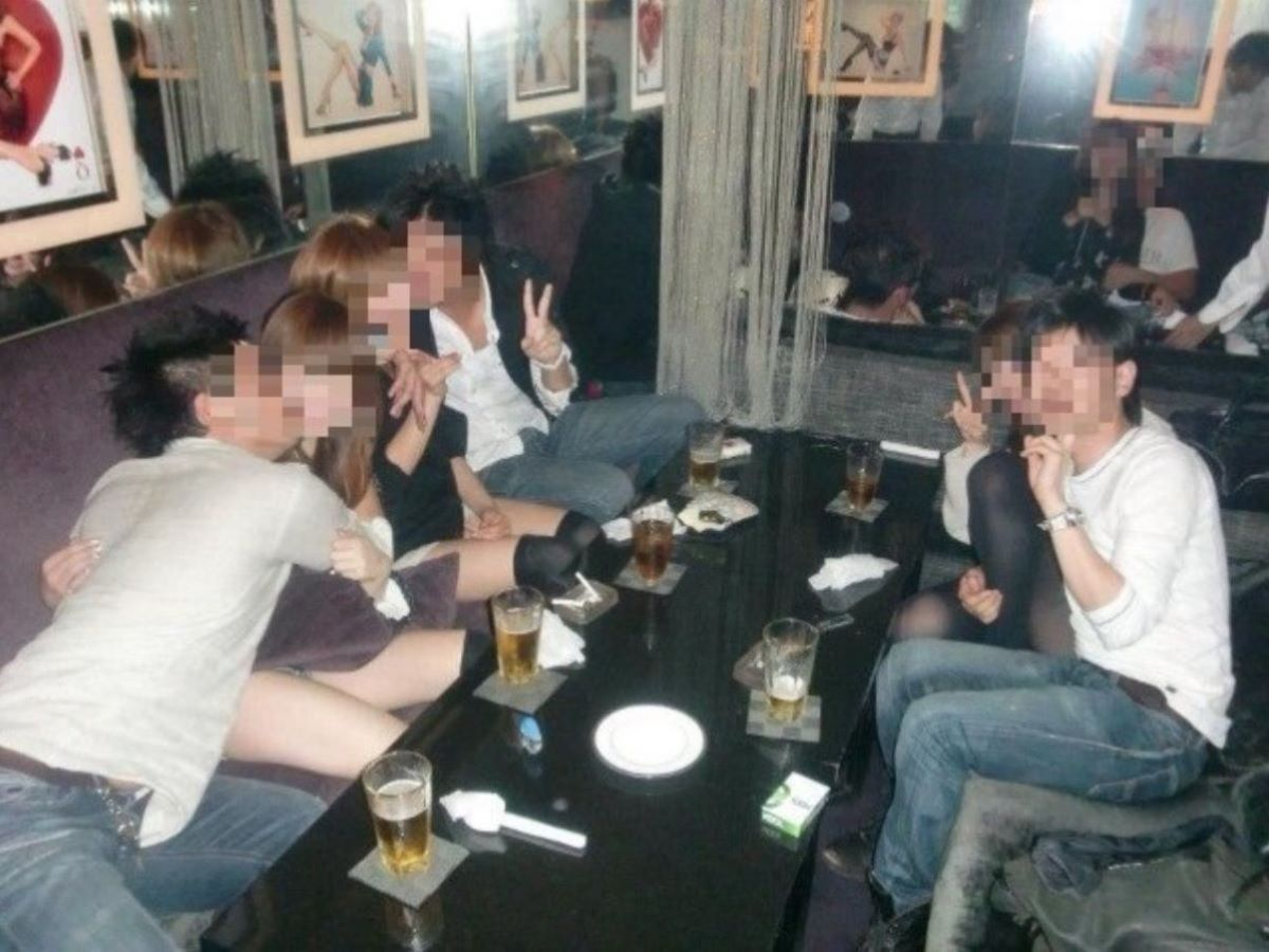酔っ払い女のパンチラ画像 38