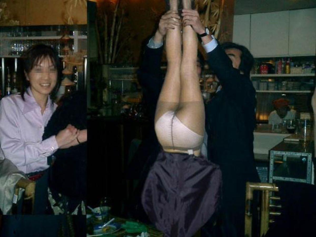 酔っ払い女のパンチラ画像 43