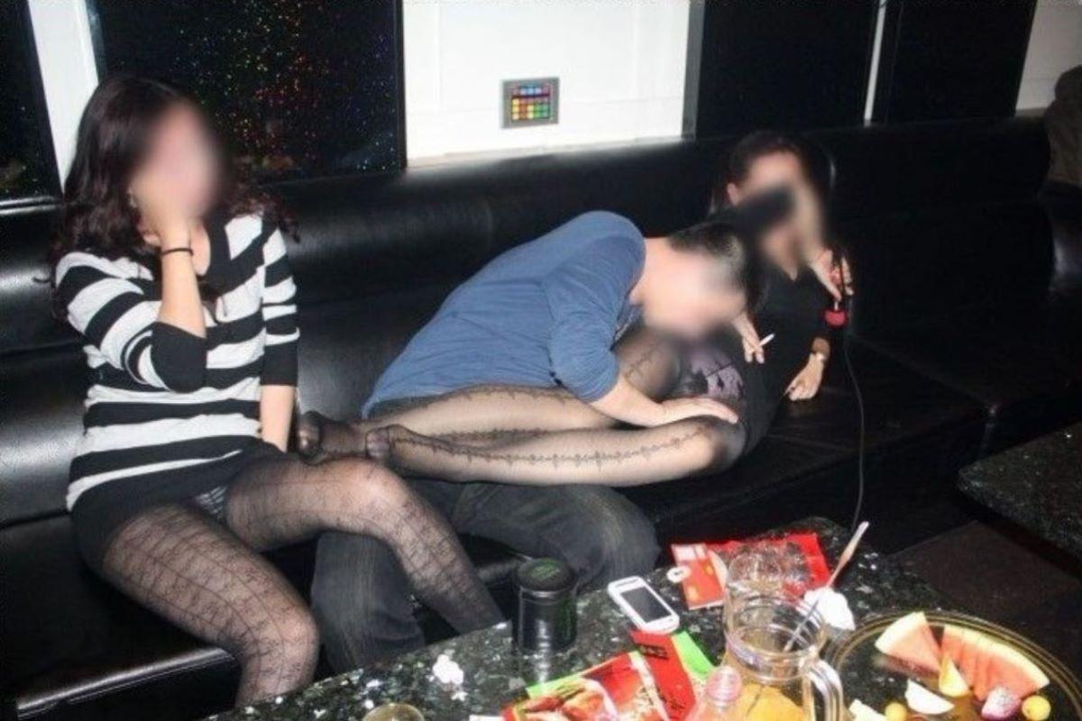 酔っ払い女のパンチラ画像 48