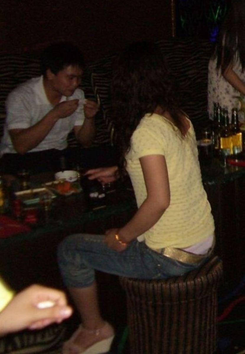 酔っ払い女のパンチラ画像 59