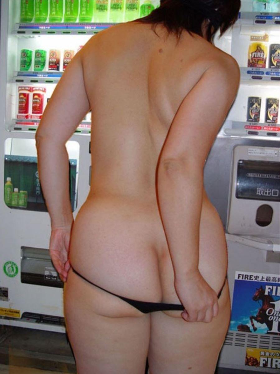 自動販売機前の野外露出画像 20
