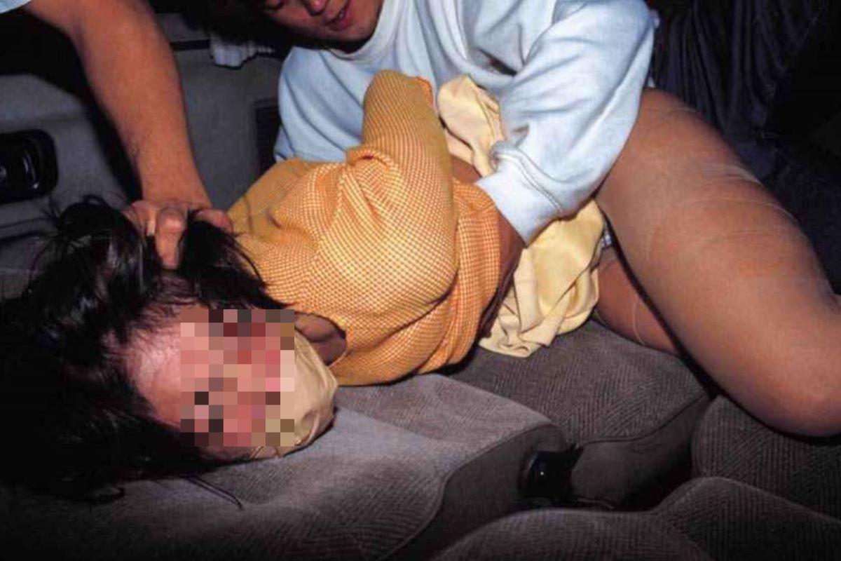 レイプ(強姦)のエロ画像 96