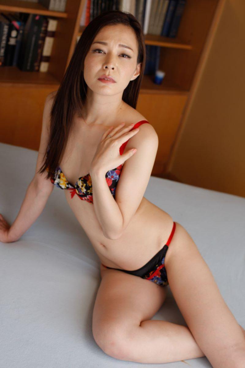 水原梨花 スーパー美熟女の無修正デビュー画像