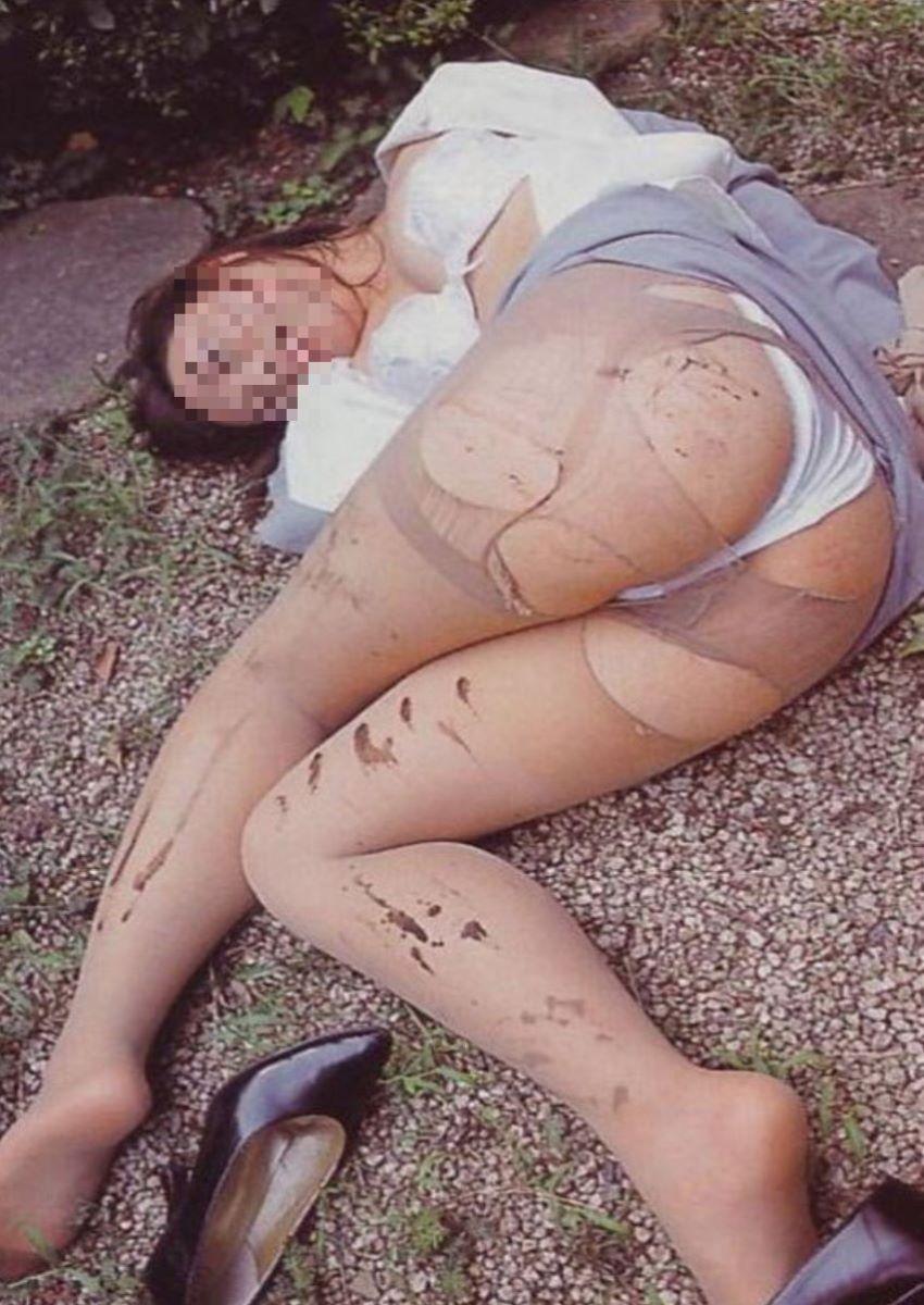 レイプ後に放置せれて放心状態な女の画像 11
