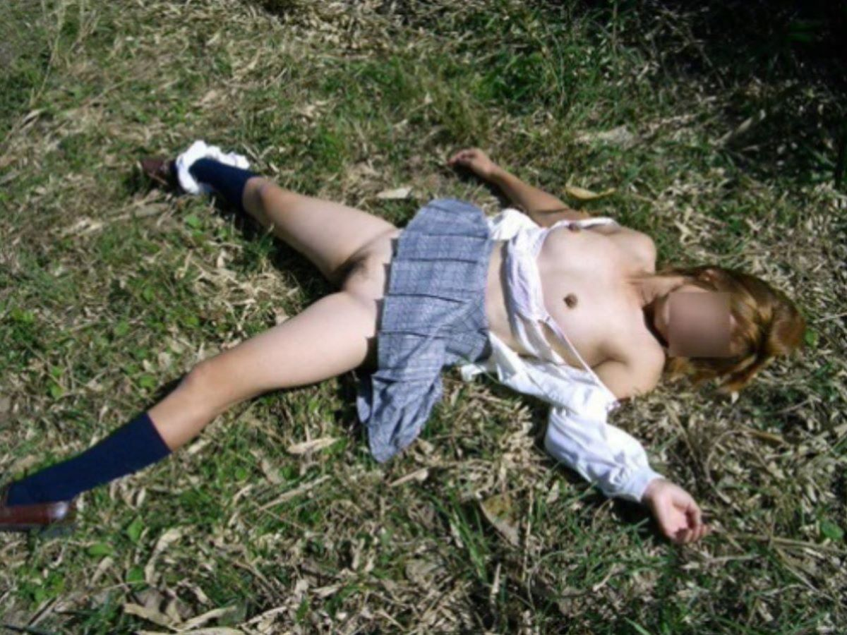 レイプ後に放置せれて放心状態な女の画像 24