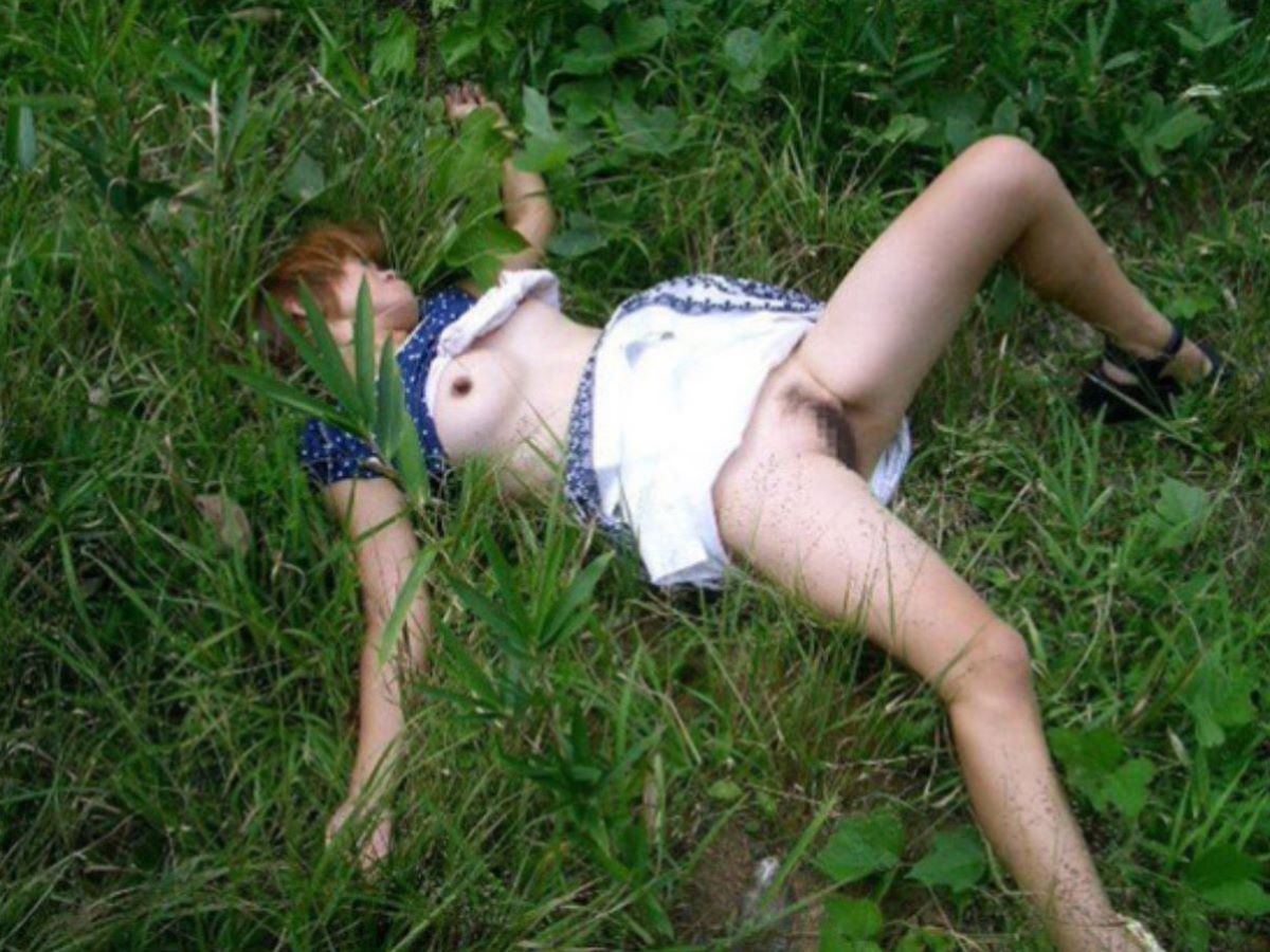 レイプ後に放置せれて放心状態な女の画像 35